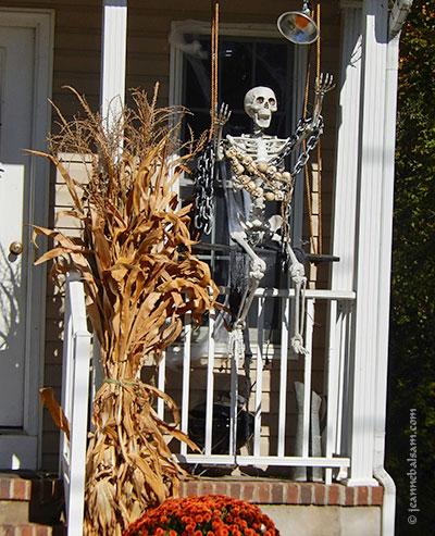 hallo16-skeletonswing2